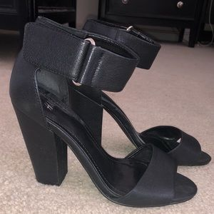 H&M Shoes - H&M Black Velcro Ankle Strap Chunky Heel Sandals